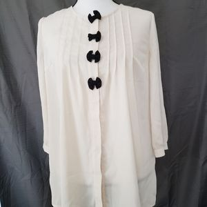 FOREVER 21   Like New Button Up Blouse!